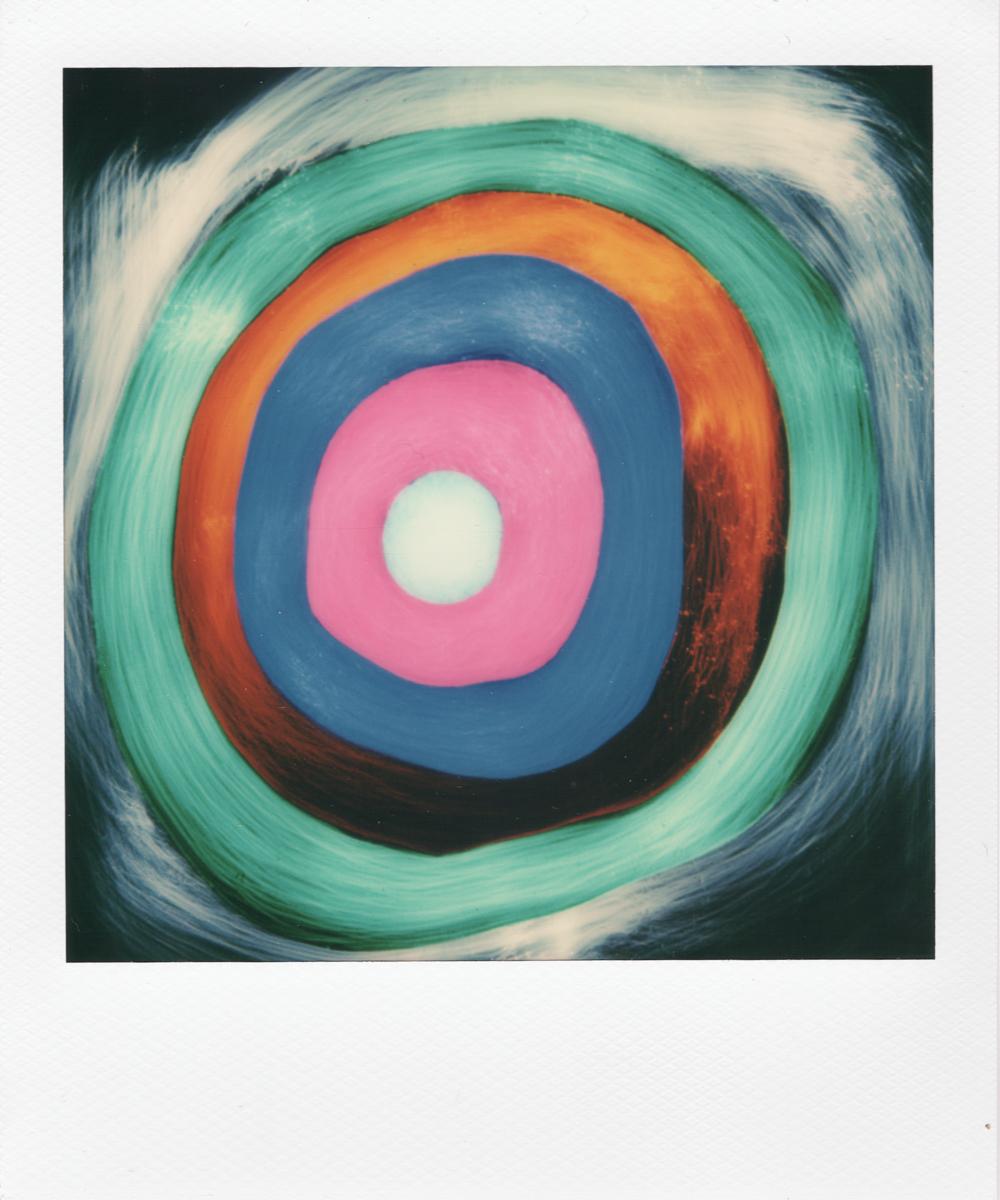 light painting polaroid, lightpainting in polaroid, ispirato ai cerchi di Kandinski, parte un mosaico polaroid di 9 foto.