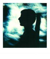 ritratto in lightpainting con polaroid con fibra ottica nera